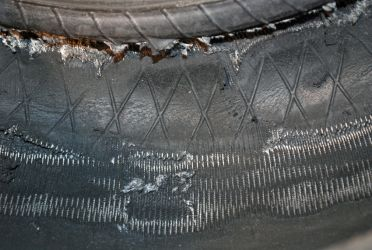 Destruction of the inner liner and casing ply cords following prolonged deflated running