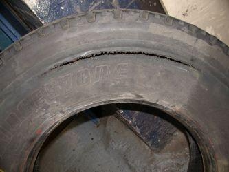'Zipper failure' of lorry sidewall steel plies