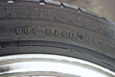 Cracking of sidewall rubber owing to use of the tyre on an unsuitably wide wheel